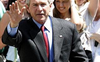 组图:布什结束大卫营度假返回白宫