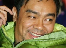 劉青雲四十歲裝可愛 控訴遭導演「虐待」