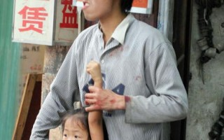 組圖﹕重慶劫匪綁菜刀架小女孩脖子
