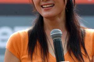 王姬散發成熟女性美  初戀路程成就婚姻