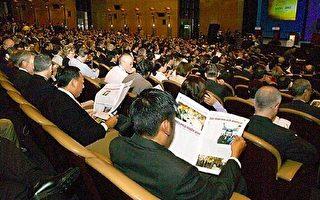 大紀元記者和人民日報代表在韓國交鋒