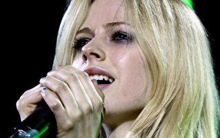 加歌手艾薇兒將與搖滾歌手德瑞克結婚