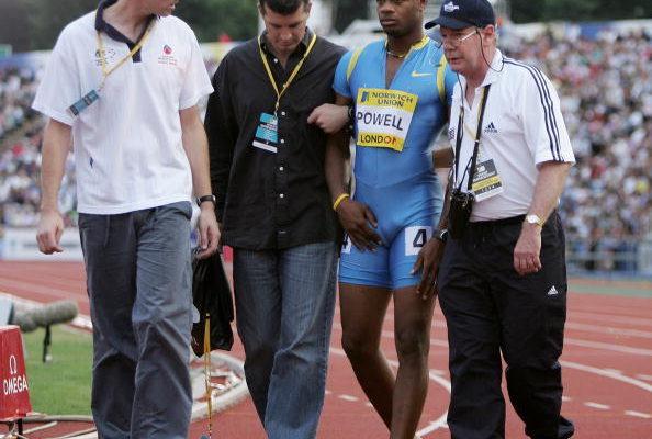 鲍威尔(右二)(图:Getty Images)