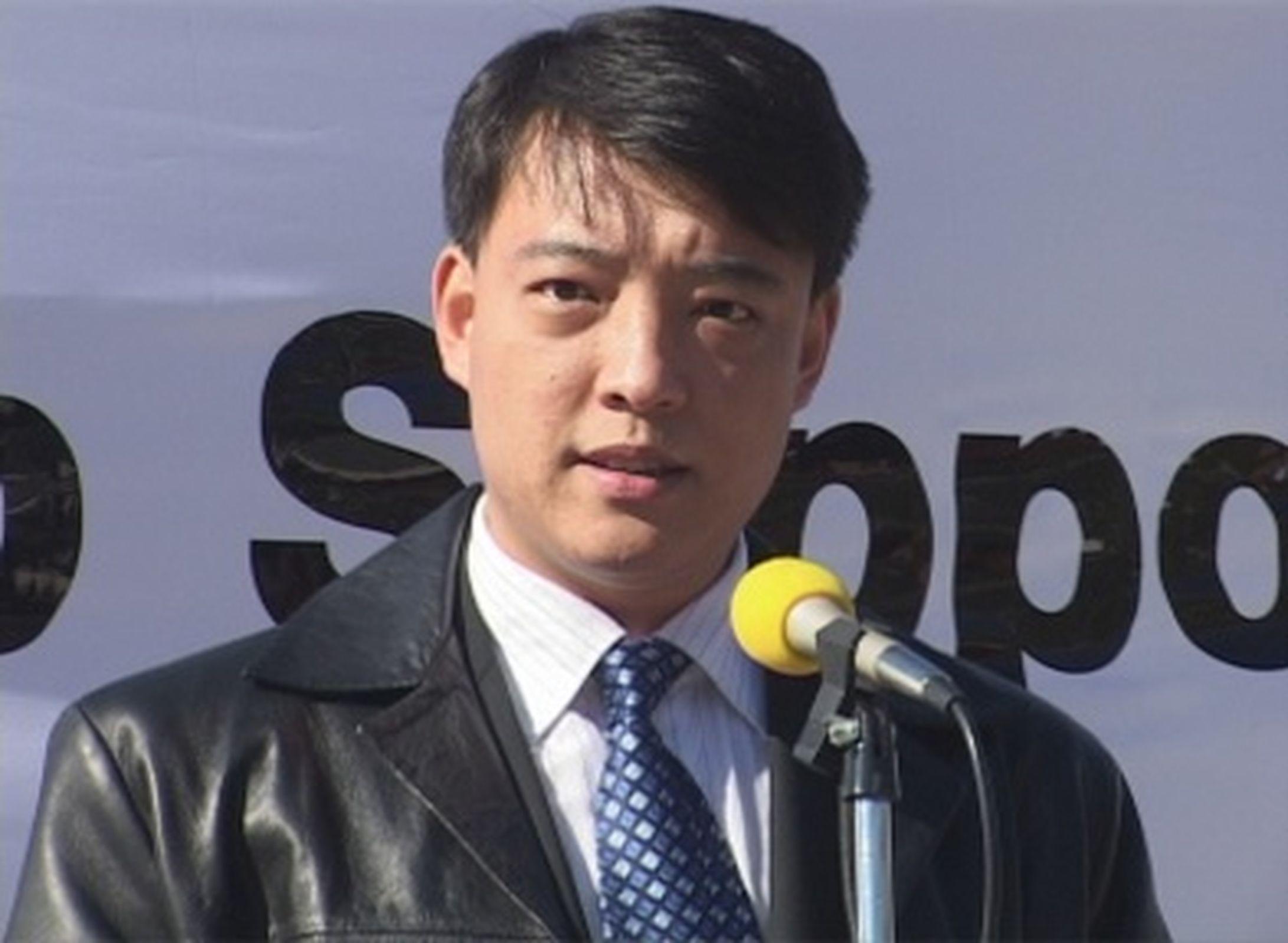 原天津迫害法輪功組織610辦公室官員郝鳳軍先生,2005年公開退黨。圖為坎培拉公眾集會上的郝鳳軍。(大紀元)