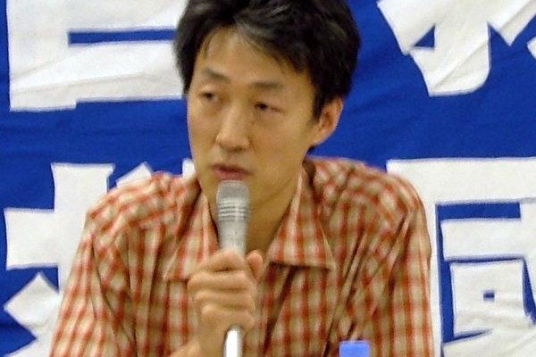 民主中国阵线日本支部主席李松在演讲中(大纪元)