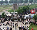 广东当局在太石村派出大量警力(AFP)