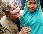 圖片來源:法新社 美國親善特使休斯,今天抵達印尼亞齊省省會大亞齊市訪問。
