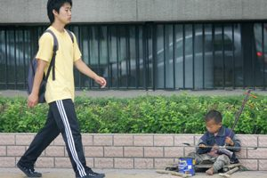 """【热点互动】""""和谐社会""""中的贫富差距(上)"""