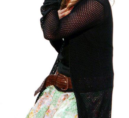 決出的第七場的預賽冠軍歌手Lily Yuan小姐(大紀元)