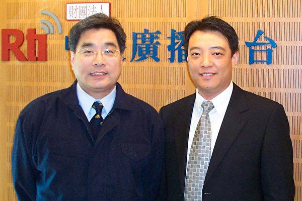 郝鳳軍(右)與中央廣播電台主持人楊憲宏(左)合影。(大紀元記者蘇昭蓉攝)