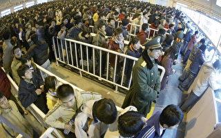 组图:中国大陆涌现返乡购票人潮