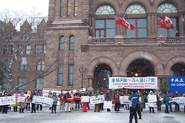 游行队伍回到省议会