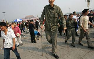 金氏記錄: 世界最高人 鮑喜順2.36米