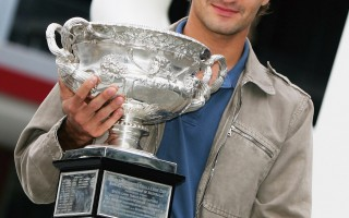 澳網公開賽:擁抱傳奇 費德勒卻哭的像個小孩