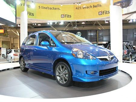 2007 Honda Fit是一款五开门掀背式小型车,在保持了日本车经济耐用的优点的同时,又具有时尚的外观风格,预计今年春季进军北美市场。 (大纪元图片)