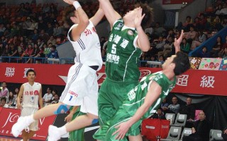 SBL篮球赛事 不放弃的幼敏小将