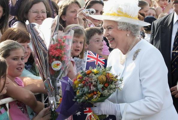 英国女王访问澳洲 将主持大英国协运动会