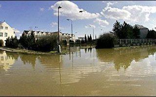 洪水導致水位升高 奧地利水壩破裂