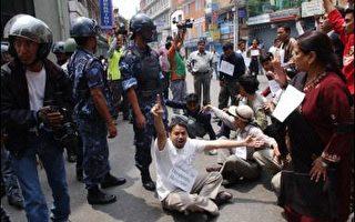 分析:尼泊爾國王賈南德拉面臨抉擇關頭