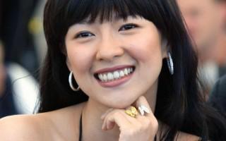 章子怡年輕貌美 李安表示不好意思抱她