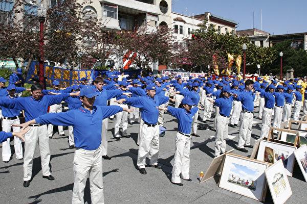 組圖3:慶法輪大法日 舊金山華埠舉行集會