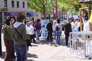 第七届法轮大法日活动西雅图中国城举行