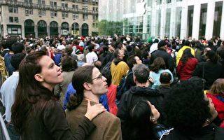 苹果纽约旗舰店新开张 数千人参观