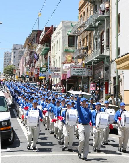 組圖1:慶法輪大法日 舊金山天國樂團首度亮相