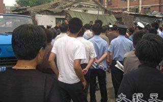 組圖﹕北京警察城管聯手洗劫訪民家園
