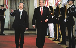 日本首相小泉純一郎美東時間29日抵達美國白宮,展開他與美國總統布殊最後一次峰會。小泉將於9月離任。(Brendan Smialowski/Getty Images)