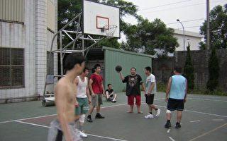 桃县暑假校园全面开放供青少年打球运动