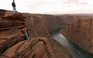 华裔美商奇思 大峡谷凌空千米造玻璃桥