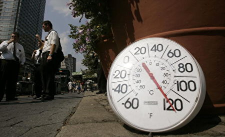 8月2日熱浪侵襲美國紐約,氣溫高達華氏120度(攝氏49度)(Photo by Chris Hondros/Getty Images)