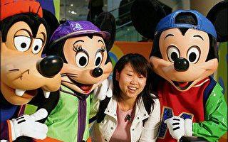 香港迪士尼大型蛋糕慶祝開幕一週年