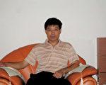 東航機長袁勝因在上海機場勸人退黨被公安盤查,於8月9日留美申請政治庇護。 (大紀元)