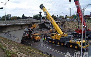 加拿大魁省高速路天桥塌陷 五人死亡