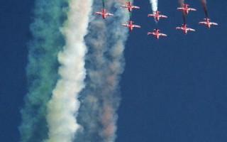 組圖: 印度空軍舉行特技飛行表演