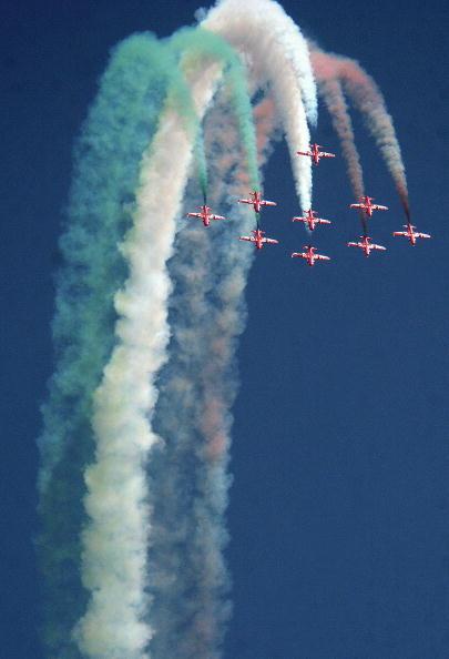 组图: 印度空军举行特技飞行表演