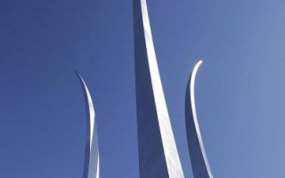 组图:82米高美国空军纪念碑正式落成