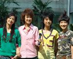 2006超级女声全国4强,(左起)亚军谭维维、季军刘力扬、冠军尚雯婕、殿军艾梦萌,她们每个人的风格都不一样。(大纪元)