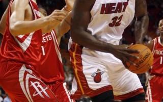 NBA热身赛  火箭客场96-71射垮热队