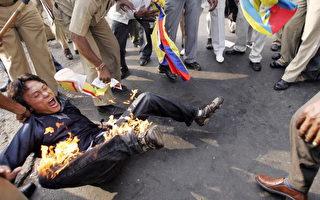 西藏示威者在胡锦涛访问印度期间自焚