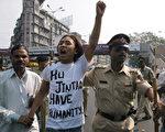 胡锦涛访问印度期间,逃亡印度藏人抗议 (SEBASTIAN D'SOUZA/AFP/Getty Images 2006-11-23)