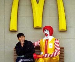 麥當勞(McDonald's)正在談判出售其中國店面。(Kevin Lee/Getty Images)