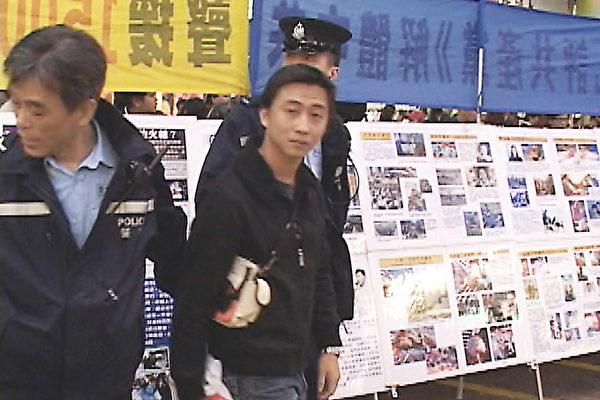 香港凶徒破坏退党摊位伤义工