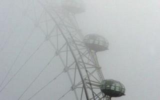 雾锁英伦  扫了数万人的假期游兴