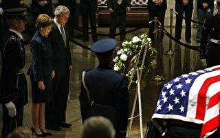 美國民眾在國會山弔唁前總統福特