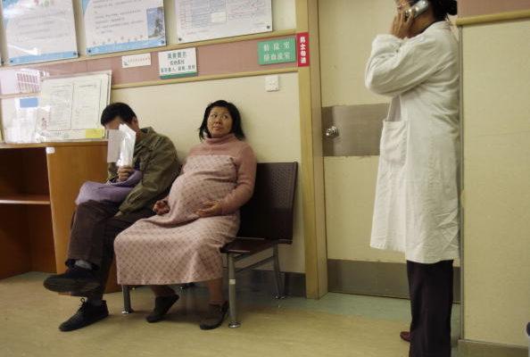 大陆孕妇赴香港分娩 孩子不享双户籍