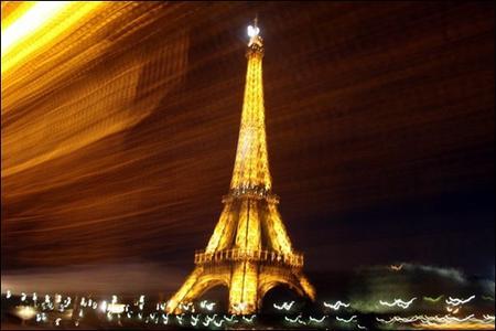 警惕地球危机 巴黎铁塔将熄灯5分钟