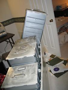 2006年2月8日全球大纪元技术总监李渊博士在美国亚特兰大家里,遭持枪的中共流氓特务暴打袭击,并抢走两部电脑逃离。(大纪元新闻图片)